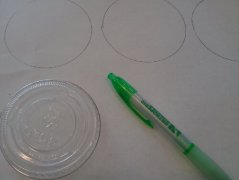 Using lid to make circles